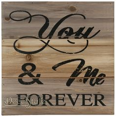 Decoratie Spreuk Hout - You & Me Forever  Spreuk op klassieke houten planken.  Met spreuk:  You & Me FOREVER  Vervaardigd door Clayre & Eef   Materiaal: Hout  Afmetingen:  Hoogte: 30 cm Breedte: 30 cm Diepte: 2 cm