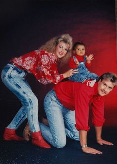 36 Hilarious Family Photoshoots That Are Awkward, Silly, or Just Plain Funny – - Geschenk Valentinstag Mann Awkward Family Photos Christmas, Awkward Family Pictures, Weird Family Photos, Awkward Photos, Funny Photos, Xmas Photos, Strange Family, Family Pics, Funny Family Portraits