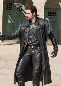 Close enough (Richard Armitage in BBC's Robin Hood. I love a man in leather! Leather Blazer, Leather Trousers, Leather Men, Richard Armitage, Hobbit, Robin Hood Bbc, Biker Pants, King Richard, Hot Actors