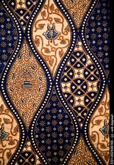 Batik is a resist fabric dyeing technique of Indonesia. In this dyeing technique, the wax is used to resist some part of the fabric and rest of the fabric dyed with the desired hue. It creates the effect of cracks and a very natural look of prints. Motifs Textiles, Textile Patterns, Textile Art, Print Patterns, Fabric Design, Pattern Design, Pattern Texture, Pattern Fabric, Gold Pattern