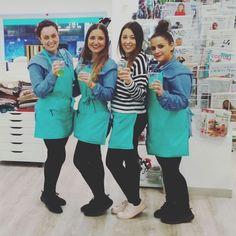 Arrancamos hace apenas un mes y os tenemos que dar GRACIAS enormes por la acogida que está teniendo la mercería. Pasito a pasito, recibiendo cositas nuevas y aprendiendo mucho (gracias también por la paciencia 😊). Que el 2018 esté cargado de proyectos, creatividad, costura, lanas...  Lluvia de Ideas somos, de izda. a dcha: Cristina, Alba, Rocío y María. ¡¡FELIZ AÑO!!  #nochevieja #felizaño #xmas #navidad #bye2017 #hola2018 #proyectos #crafts #coser #customizaturopa
