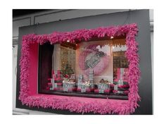 Love the garland around the outside of the window. Christmas Window Display 2004 - Paris