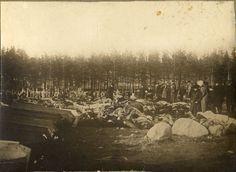 Civil War - Dead Red soldiers in Tampere - Kaatuneita ja teloitettuja punakaartilaisia Tampereen                  Kalevankankaan hautausmaalla.
