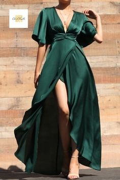 Satin Hunter Green Maxi Dress This satin maxi is going to give you all the Holiday feels! In a deep Grad Dresses, Satin Dresses, Dress Outfits, Fashion Dresses, Dress Up, Green Satin Dress, Emerald Green Formal Dress, Corset Dresses, Chiffon Evening Dresses