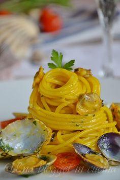 clams and saffron noodles / spaghetti vongole e zafferano Wine Recipes, Mexican Food Recipes, Italian Recipes, Pasta Recipes, Cooking Recipes, Healthy Recipes, Healthy Food, Spaghetti Vongole, Saffron Recipes