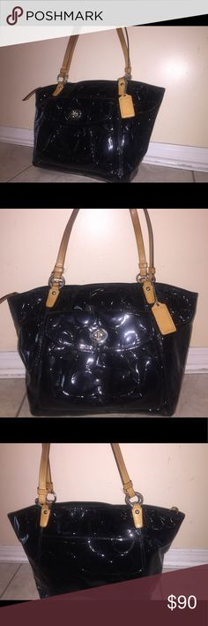 Coach handbag Gorgeous Leather Coach handbag. Great condition, good size. Coach Bags Shoulder Bags