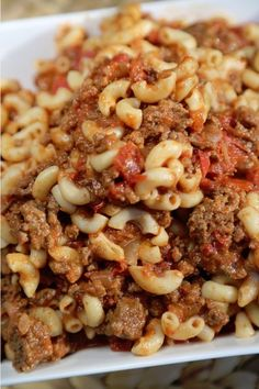 Slow Cooker Chili Mac n' Cheese | A great slow cooker ground beef recipe!
