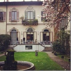 #CasadegliAtellani #Milano #piccolamilano Milan, Mansions, House Styles, Pictures, Home Decor, Mansion Houses, Homemade Home Decor, Photos, Villas
