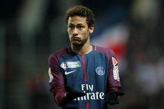 Le Real Madrid n'est pas le seul à faire les yeux doux à Neymar. Le n°10 parisien serait également sur les tablettes de Manchester United ou plutôt de son sponsor maillot…