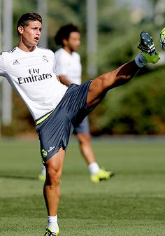 """madridistaforever: """" """"Real Madrid continue preparations for Betis: day 2 Soccer Guys, Football Players, Colombian Men, Ronaldo Bale, James Rodriguez Colombia, James Rodrigues, Real Madrid Bayern Munich, Equipe Real Madrid, Best Football Team"""