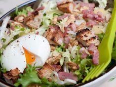 Frisée aux lardons et noix - - Salad Dressing Recipes, Salad Recipes, Healthy Recipes, Detox Recipes, Food Porn, Good Food, Yummy Food, Cheat Meal, Salad Bar