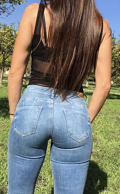Jeans time yes I know they are the same jeans as always if you don't like them you can send me new jeans ☺️ thank you so much . Ya lo sé son los mismos jeans de siempre a quien no le gusten puede enviarme unos nuevos ☺️ muchas gracias ❤️ Superenge Jeans, Denim Pants, Famous Girls, Tights Outfit, Best Jeans, Girls Jeans, Leggings Are Not Pants, Vixen, Jean Dean