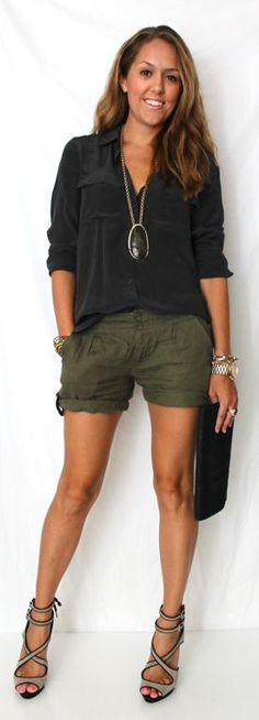 Look Good Casual Chic Spring Outfits 21 Mode Outfits, Short Outfits, Casual Outfits, Shorts Outfits Women, Cargo Shorts Women, Army Shorts, Army Green Shorts, Summer Shorts Outfits, Work Shorts