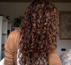 Natural curly hair. I wish mine looked like this but it's just frizzy
