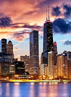 #Chicago #city #river #riverwalk #skyline #sunset #clouds #bestplacetolive Willis Tower, Iphone Wallpapers, New York Skyline, New York City, North America, Paradise, Wallpaper S, Background Pics, Architecture