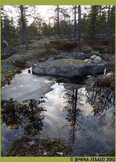Jemina Staalon Veden vuosi 2: Erämaa syö naista River, Mountains, Nature, Outdoor, Outdoors, Naturaleza, Outdoor Games, Outdoor Living, Rivers