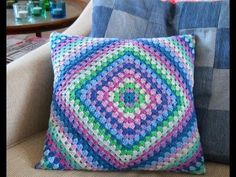 Transcendent Crochet a Solid Granny Square Ideas. Inconceivable Crochet a Solid Granny Square Ideas. Cushion Cover Pattern, Crochet Cushion Cover, Crochet Pillow Pattern, Crochet Cushions, Granny Square Crochet Pattern, Crochet Squares, Easy Crochet Patterns, Crochet Granny, Crochet Home