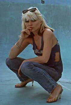 Debbie Harry Love this pose! Blondie Debbie Harry, Debbie Harry Style, Debbie Harry Hair, Iconic Women, Famous Women, Le Palace, Old Navy, Women Of Rock, Estilo Rock