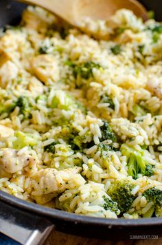 Slimming This delicious Syn Free Chicken Broccoli Cheddar Rice in cooked all in one pan and ready in 30 minutes. Perfect comfort food for the entire family to enjoy. Gluten Free, Slimming World and Weight Watchers friendly Slimming World Dinners, Slimming World Recipes Syn Free, Slimming Eats, Slimming Word, Healthy Eating Recipes, Cooking Recipes, Ww Recipes, Easter Recipes, Recipes Dinner
