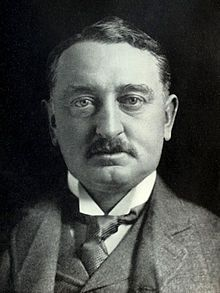 During the diamond rush that started in 1867 at Kimberley, Cape Colony, British colonialist and protégé of the Jewish Rothschild dynasty Cecil Rhodes got involved in the diamond business by renting… Zimbabwe, John Rhodes, Cape Colony, Rich People, Statue, African History, British History, Politicians, Cairo