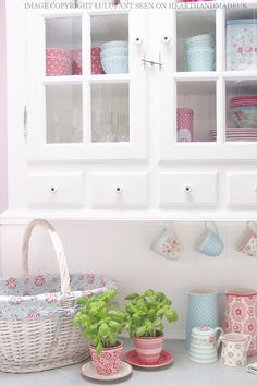 Greengate Kitchen Counter - want to make a red spot lining for my bathroom basket!