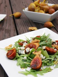 Enjoy fresh seasonal figs in this flavorful marinated fig salad.  Delighfully sweet figs marinated in balsamic and honey, are complimented with the savory flavors of arugula, blue cheese, and walnuts.