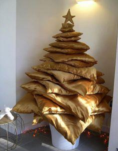 Cuscini dorati per realizzare questo albero