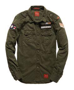Chemise pour homme, le modèle DELTA de la marque SUPERDRY. Disponible couleur 43E Green army.