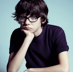Asa Butterfield awwww just take the glasses and he would be PERFECT, besides the blue eyes, for nico di angelo when he is young Asa Buterfield, Nerdy Kid, Ender's Game, Chica Cool, Peculiar Children, V Magazine, Emotion, Celebs, Celebrities