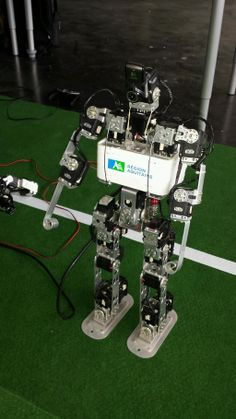 Les robots de #Rhoban attendent la visite de Fleur Pellerin à la cité numérique #CiteNum #FP_Bx