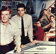 Voyage to the bottom of the sea Photo Vintage, Vintage Tv, Classic Series, Classic Tv, Old Tv Shows, Movies And Tv Shows, Richard Basehart, Real Tv, Nostalgia
