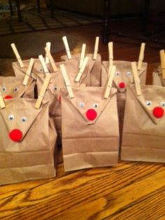 Christmas bags Add lights to the bag that are a coupon to use Christmas Party Favors, Christmas Bags, Noel Christmas, Christmas Crafts For Kids, Christmas Goodies, Christmas Wrapping, Christmas Projects, Winter Christmas, Holiday Crafts
