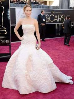 Oscars2013 JenniferLawrence SilverLiningsPlaybook Perfect, classic Oscar gown!  She's also so real and funny