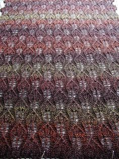knit leaf pattern - with the right yarn, this pattern would make curtains that I would LOVE