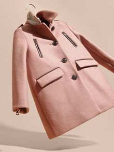 A softly tailored Burberry coat in pale ash rose with signature epaulettes. An inverted back pleat adds comfort while the zip cuffs bring modern appeal to the warm-weather design. The four front pockets are trimmed in rich leather.