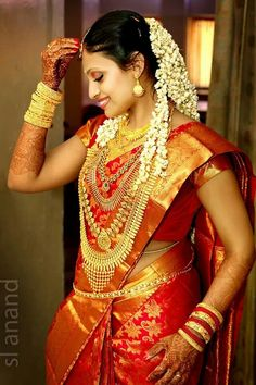 Malayalee bride Kerala Bride, Bengali Bride, Indian Bridal Hairstyles, Indian Bridal Wear, South Indian Weddings, South Indian Bride, Malayali Bride, Indian Wedding Photography Poses, Bride Portrait
