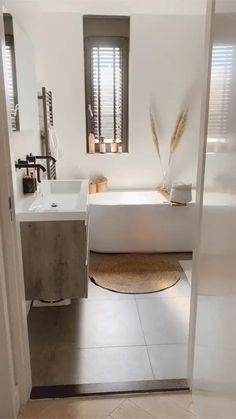 Bathroom Design Luxury, Bathroom Layout, Simple Bathroom, Modern Bathroom Design, Small Bathroom With Bath, Warm Bathroom, Minimalist Bathroom Design, Open Bathroom, Budget Bathroom