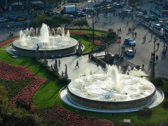 La Placa Catalunya is a major public square in central Barcelona. It is an oversized version of the type of public gathering places that . Barcelona 2016, Barcelona Catalonia, Gardens Of The World, Gaudi, Travel Abroad, Best Cities, Countries Of The World, Where To Go, Places To Travel