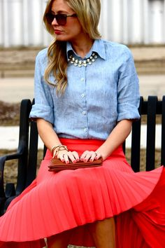 The perfect preppy chic look! Chambray, a full pleated skirt and crystal necklace Style Pleated Skirt Outfit, Coral Skirt, Skirt Outfits, Pleated Skirts, Shirt Skirt, Midi Skirt, Estilo Preppy Chic, Modest Fashion, Fashion Outfits