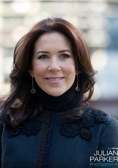 Crown Prince Frederik, and Crown Princess Mary of Denmark begin a six day official visit to the USA.  take a guided architectural tour in Chicago