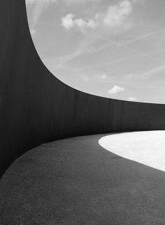 Richard Serra - Curve