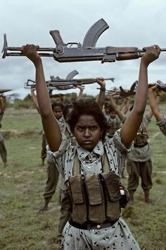 Sri Lankan Civil War. James Nachtwey, Robert Doisneau, Steve Mccurry Photos, Innocence Lost, Afghan Girl, War Photography, Contemporary Photography, People Around The World, Photojournalism