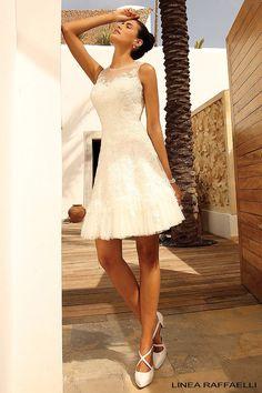 Short tule and lace Wedding Dress www.linearaffaelli.be