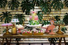Festa Tropical - Flamingos, abacaxis e costela de adão