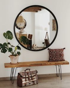 A top selling mirror - The Lucas mirror has also landed in Sandra& house (Sandra 🌻). With it she has designed a v - Lounge Design, Romantic Home Decor, Cute Home Decor, Fall Home Decor, Studio Apartment Decorating, Hallway Decorating, Small Balcony Decor, Sweet Home, Room Decor Bedroom