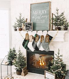 Diy Christmas Fireplace, Christmas Mantels, Farmhouse Christmas Decor, Christmas Tree Themes, Noel Christmas, Rustic Christmas, Winter Christmas, Christmas Mantle Decorations, Christmas Kitchen