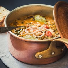 Making Ribollita with Samin Nosrat and Benedetta Vitali in Florence Wine Recipes, My Recipes, Cooking Recipes, Italian Dishes, Italian Recipes, Gremolata, Ragu Bolognese, Bread Soup, Vegan Soups