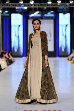Pakistan Fashion Week 2013 - what a beautiful dress and long evening coat!