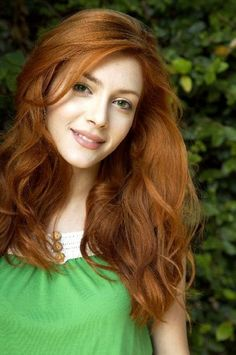 ❤️ Redhead beauty❤️ Elena Satine Tom Newberry via Rudie onto Red Hot Red Hair Woman, Beautiful Red Hair, Girls With Red Hair, Gorgeous Redhead, Hottest Redheads, Natural Redhead, Redhead Girl, Long Wavy Hair, Dyed Hair