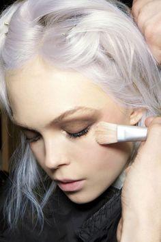 platinum hair colour + taupish brown eyeshadow = stunning